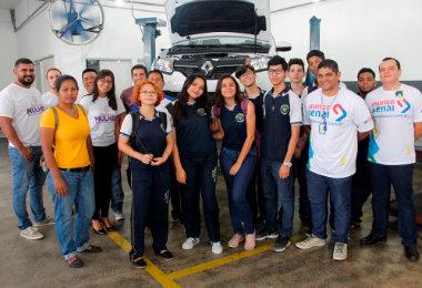 Mecânica automotiva também para mulheres no SENAI