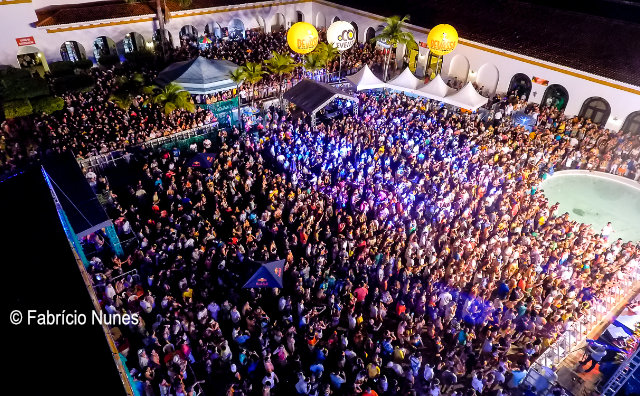 Baile do Hawaii 2019 terá Durval Lelys e já tem ingressos disponíveis