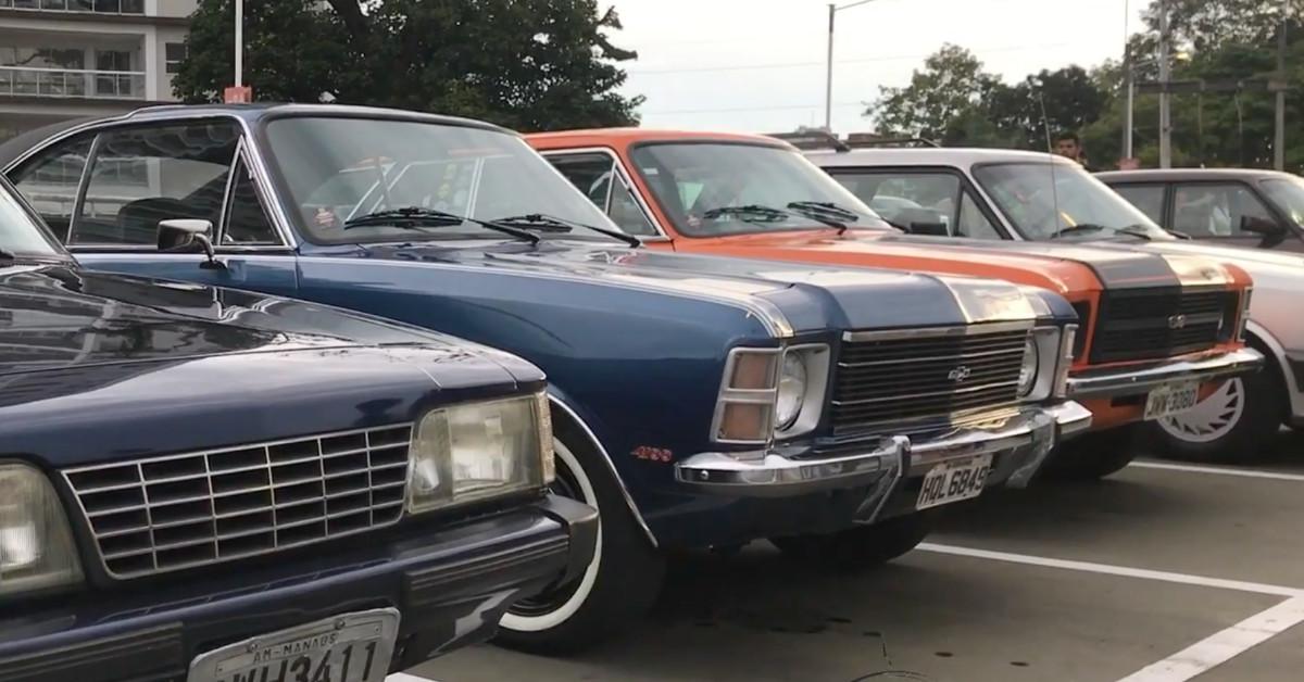 Praça da Matriz recebe exposição de carros antigos