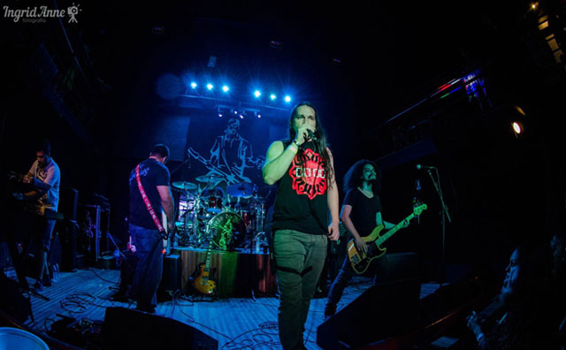 Hard rock e heavy metal agitam sábado do Porão
