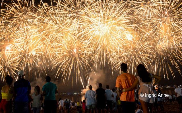 Show piromusical celebra virada de ano na Ponta Negra