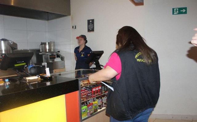Procon Manaus e OAB realizam fiscalização nos cinemas da cidade