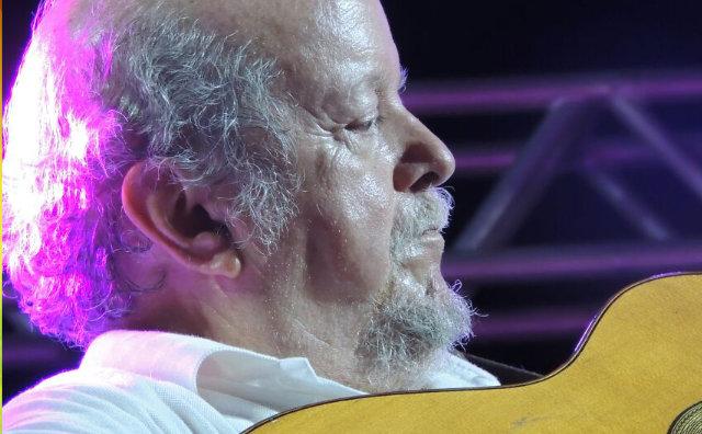 Sebastião Tapajós apresenta o show Por entre as árvores