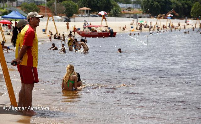 Praia da Ponta Negra fecha para banho na tarde de domingo e reabre na terça, 1º