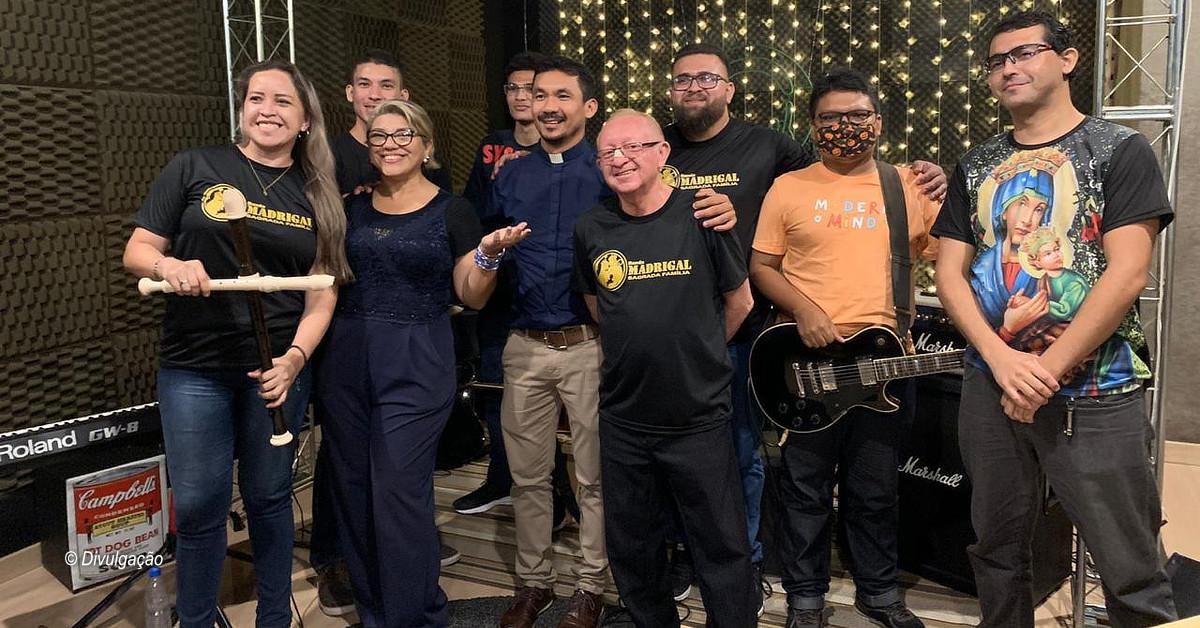 Banda Madrigal Sagrada Família comemora 10 anos de existência e homenageia o Roupa Nova