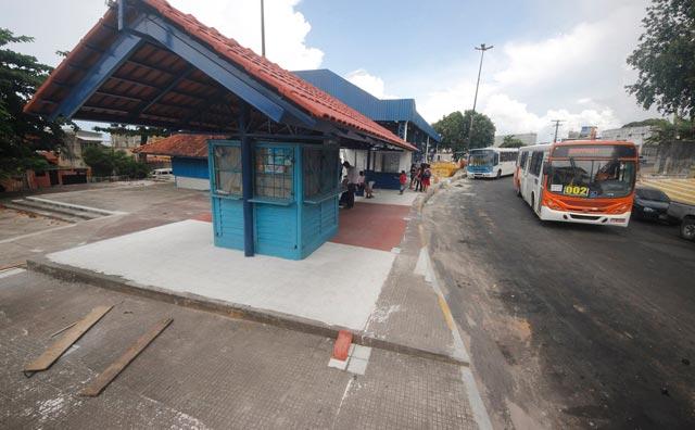 Prefeitura vai recuperar 500 abrigos de ônibus