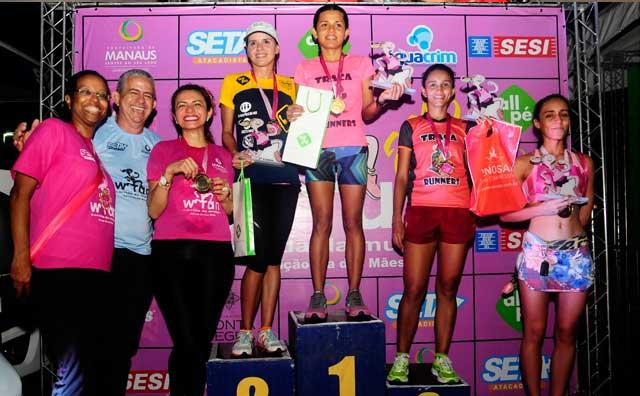 Campeãs da 5ª. Corrida Mulher são premidas com troféus e medalhas