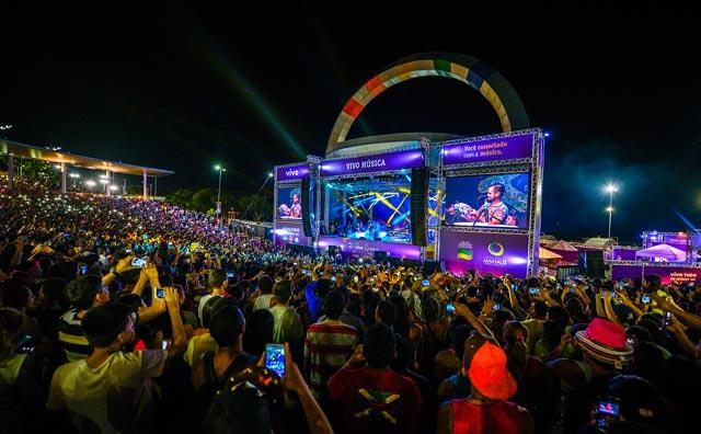 Michel Teló leva mais de 80 mil pessoas para a Ponta Negra