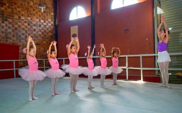 Aulas gratuitas de ballet no Les Artistes