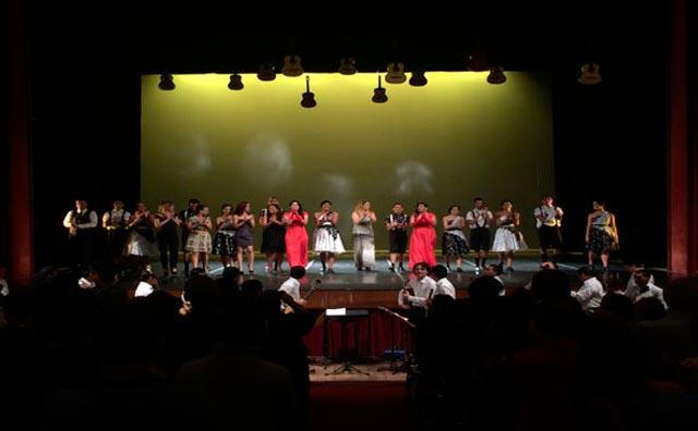 Apresentações gratuitas de música e dança no palco Teatro Amazonas