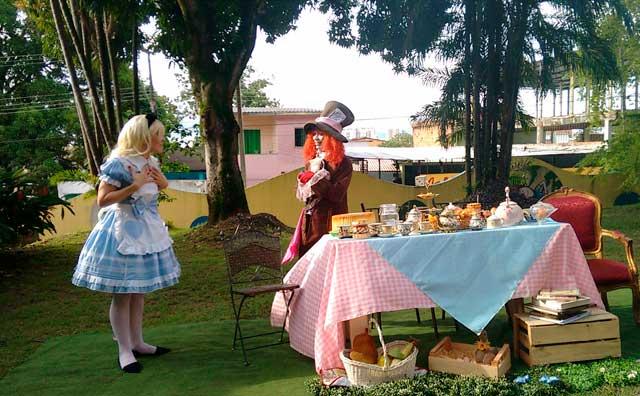 Fim de semana no parque terá Alice e o Chapeleiro Maluco