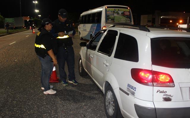 Fiscalização apreende táxis clandestino no aeroporto