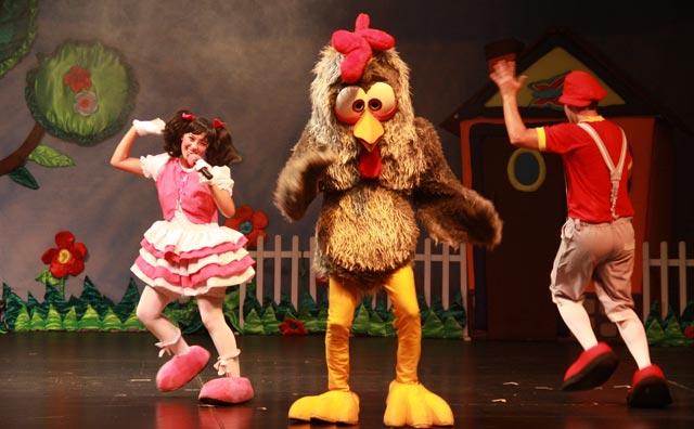 Dudinha e a Galinha Pintadinha se apresentam no Teatro Manauara