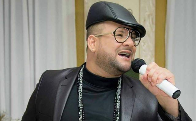 Cantor James Rios reúne sucessos nacionais em show dançante