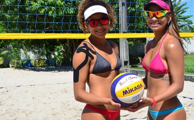 Juliana e Clícia no Circuito Brasileiro de Vôlei de Praia.