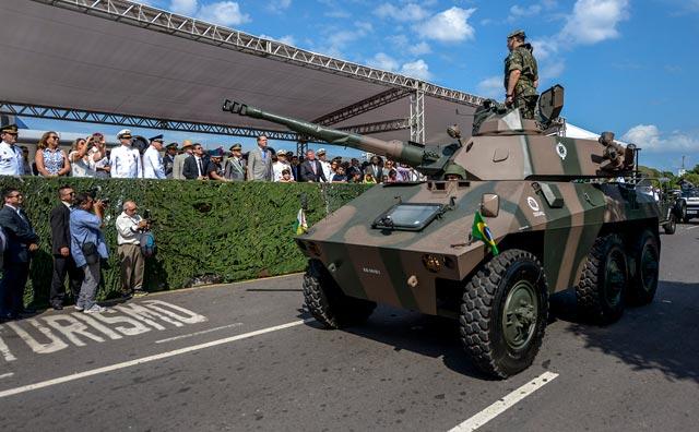 Desfile Militar reúne cerca de 70 mil pessoas na Ponta Negra