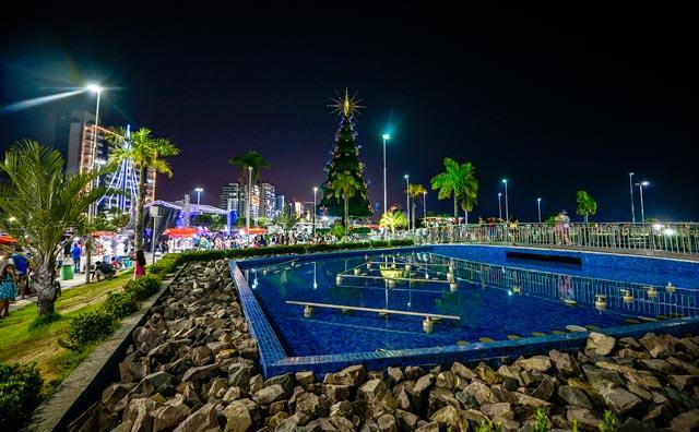 Ponta Negra ganha decoração natalina