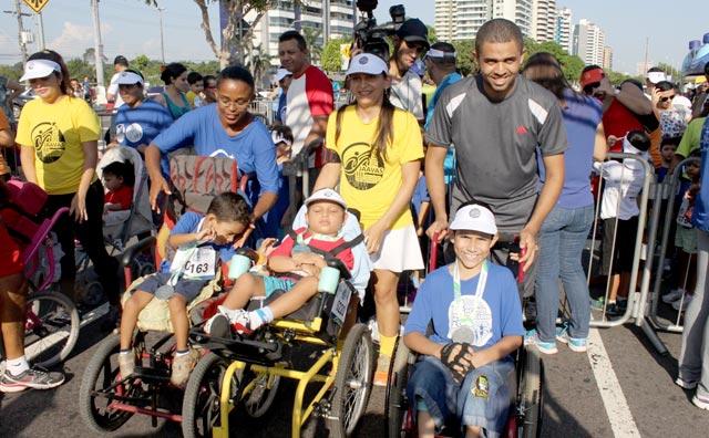 Corridas da inclusão reúnem mais de duas mil pessoas na Ponta Negra