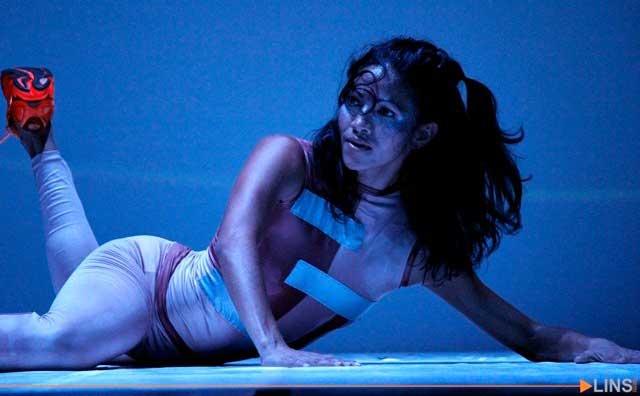 Solo de dança combina corpo e projeção no Lugar Uma no domingo, 25