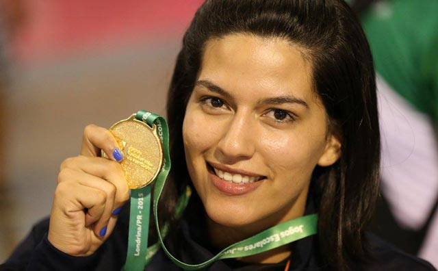 Bruna Souza é ouro na luta olímpica em Londrina
